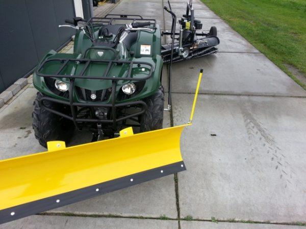 Getrokken veegmachine quad